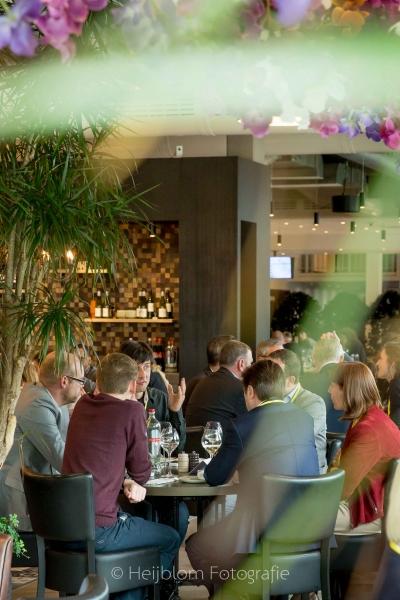 HEIJBLOM FOTOGRAFIE-Evenementenfotografie-Spryg-Duurzaam-Vastgoed-lunch-in-het-restaurant