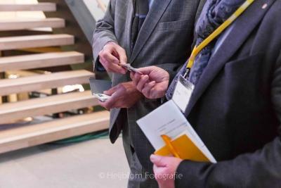 HEIJBLOM FOTOGRAFIE-Evenementenfotografie-Spryg-Winkelvastgoed-on-tour-visitekaartjes-uitwisselen