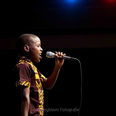 HEIJBLOM FOTOGRAFIE-Evenementenfotografie-jongen-die-zingt