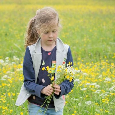 HEIJBLOM FOTOGRAFIE-Familiefotografie-Biesbosch-bloemen-plukken