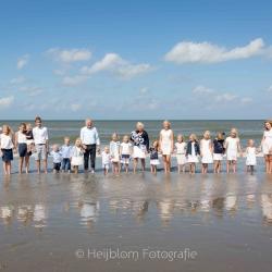 HEIJBLOM FOTOGRAFIE-Familiefotografie-Hoek-van-Holland-familie-op-het-strand