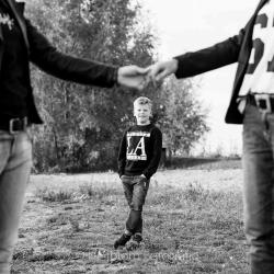 HEIJBLOM FOTOGRAFIE-Familiefotografie-kind-met-moeders