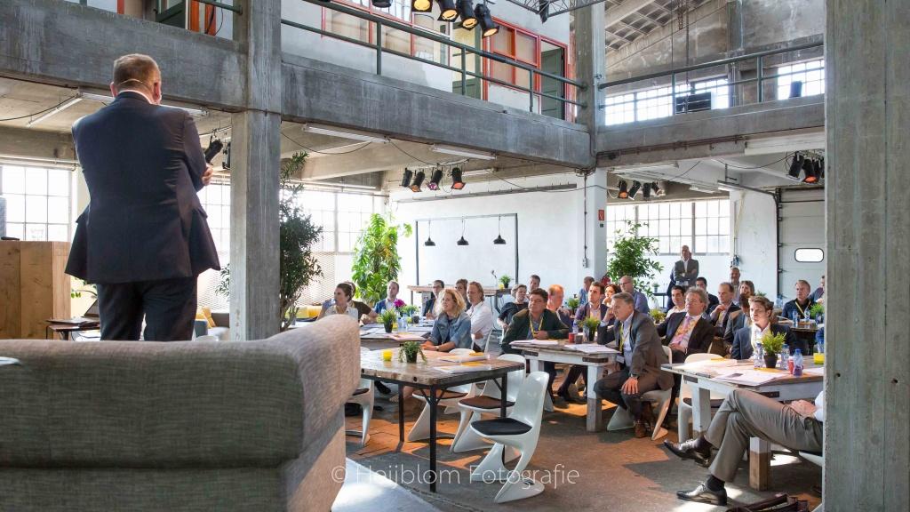 HEIJBLOM FOTOGRAFIE-evenementenfotografie-Spryg-overzicht-van-de-zaal-Lijm-en-Cultuur-Delft