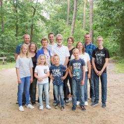 HEIJBLOM FOTOGRAFIE-familiefotografie-Mastbos-Breda-familie-in-het-bos