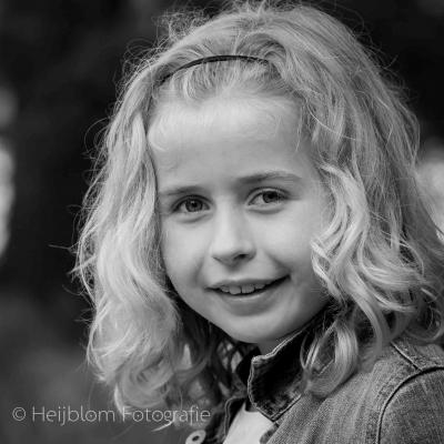 HEIJBLOM FOTOGRAFIE-familiefotografie-Mastbos-Breda-zwart-wit-portret-meisje
