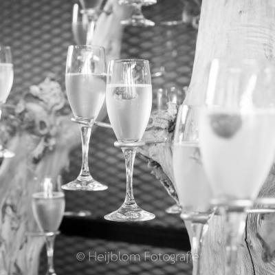 HEIJBLOM FOTOGRAFIE-Familiefotografie-Werelds-aan-het-strand-champagneglas-met-aardbei