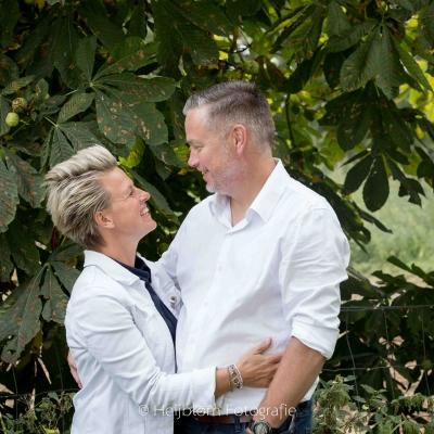 HEIJBLOM FOTOGRAFIE-familiefotografie-samen-voor-de-kastanjeboom