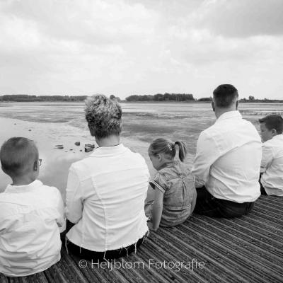 HEIJBLOM FOTOGRAFIE-familieshoot-Hoeksche Waard-Ambachtsheerlijkheid-familie-op-de-steiger
