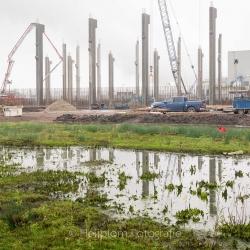 Heijblom-Fotografie-Bouwfotografie-bouwplaats-palen-weerspiegelen-in-water
