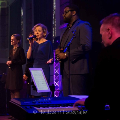 HEIJBLOM-FOTOGRAFIE-evenementenfotografie-passie-van-pasen-'s-Gravendeel-pianist-en-zangers