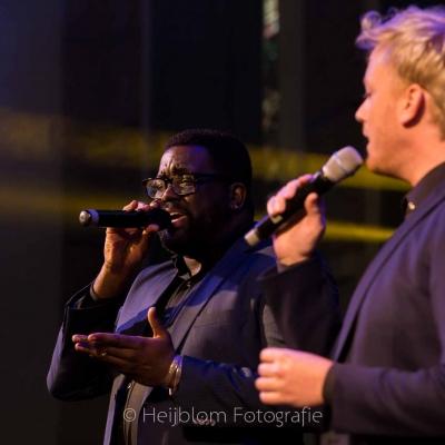 HEIJBLOM-FOTOGRAFIE-evenementenfotografie-passie-van-pasen-'s-Gravendeel-zangers-Remko-Harms-duet