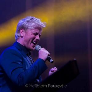 heijblom-fotografie-concert-passie-van-pasen-kerk-;s-Gravendeel-Remko-Harms-zanger