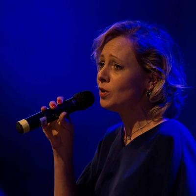 HEIJBLOM-FOTOGRAFIE - evenementenfotografie-concert-passie-van-pasen-'s-Gravendeel-zangeres