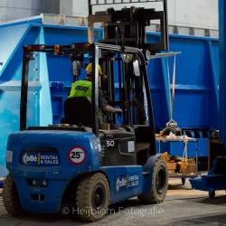 Heijblom-Fotografie-Bouwfotografie-blauwe-vorkheftruck-in-hal-bij-BMC-Moerdijk