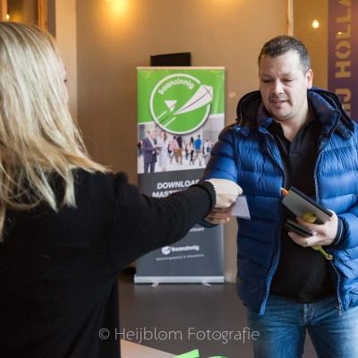 HEIJBLOM FOTOGRAFIE-Ontvangst-Baanzinnig-Coach-Event-uitreiken-badge