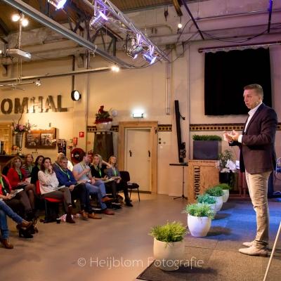 HEIJBLOM FOTOGRAFIE-toespraak-Raymond-Gruijs-Baanzinnig-Event-zaal