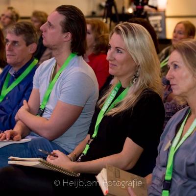 HEIJBLOM FOTOGRAFIE-luistershot-zaal-Baanzinnig-Coach-Event
