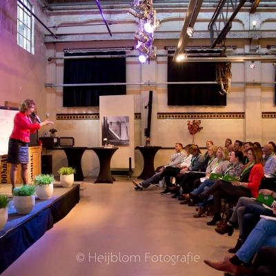 HEIJBLOM FOTOGRAFIE-Wilma-Dartel-geeft-lezing-tijdens-Baanzinnig-Coach-Event
