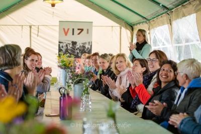 HEIJBLOM FOTOGRAFIE-applaus-voor-uitleg-over-de-Peerdegaerdt-door-ViZi-leden