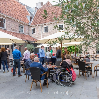 HEIJBLOM FOTOGRAFIE-evenementenfotografie-Fit-for-Work-Amersfoort-borrel-in-de-tuin-van-de-Observant