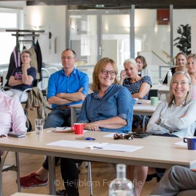 HEIJBLOM FOTOGRAFIE-evenementenfotografie-Fit-for-Work-Amersfoort-mensen-in-de-zaal-lachen-om-grap