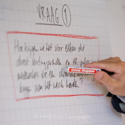 HEIJBLOM FOTOGRAFIE-evenementenfotografie-Fit-for-Work-Amersfoort-Ben-Tiggelaar-schrijft-met-marker